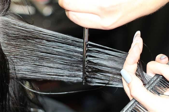 Si eres peluquero esto te interesa, el cabello puede ser peligroso para tus pies